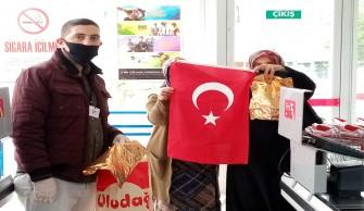 Valiliğimiz Tarafından Vatandaşlarımıza Türk Bayrağı Dağıtıldı